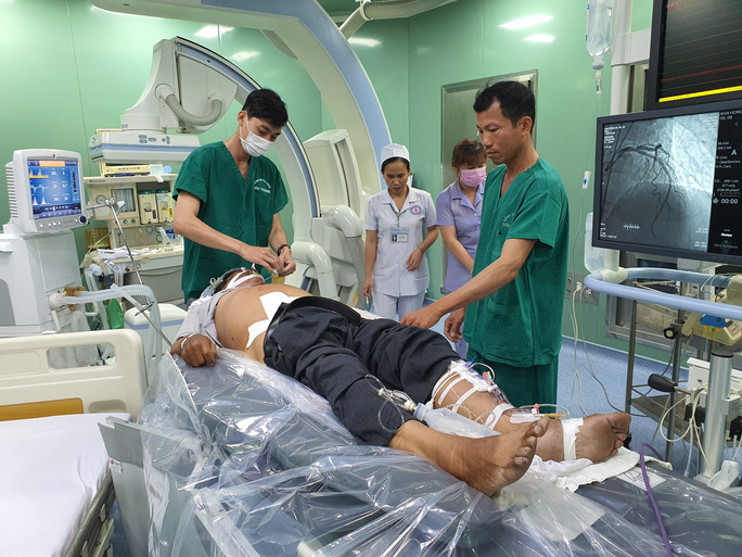 Nhờ báo động đỏ, bệnh nhân có nguy cơ tử vong 95% được cứu sống - Ảnh 1.