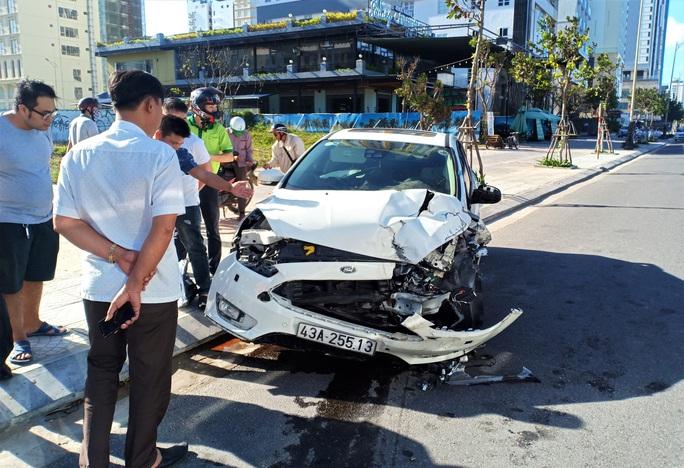 Tai nạn liên hoàn tại biển Đà Nẵng, 4 người thoát chết trong gang tấc - Ảnh 2.