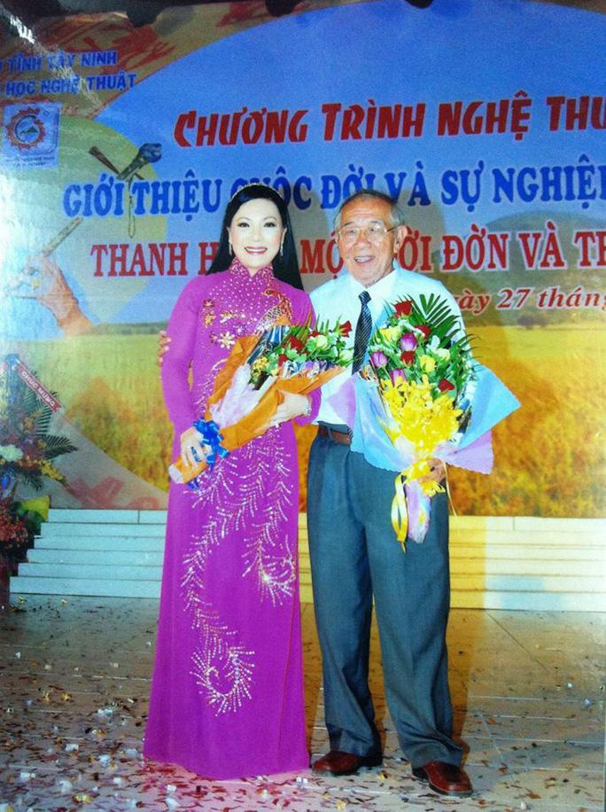 Các nghệ sĩ Thanh Tuấn, Lệ Thủy, Cẩm Tiên tiếc thương soạn giả Thanh Hiền - Ảnh 2.