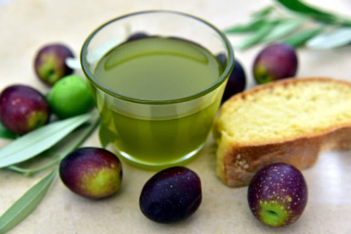 Dùng dầu ăn theo cách này, bạn sẽ trẻ và khoẻ hơn lứa tuổi - Ảnh 1.