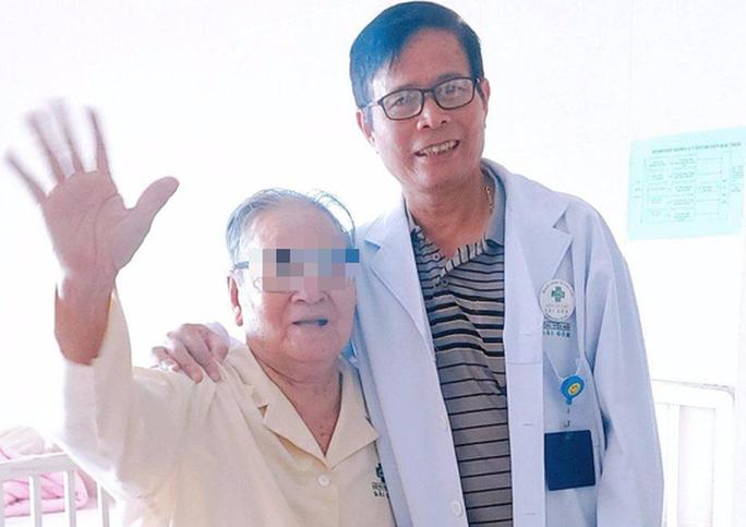 Cụ ông 96 tuổi mừng đến phát khóc khi được sáng mắt sau 3 năm mù lòa - Ảnh 1.