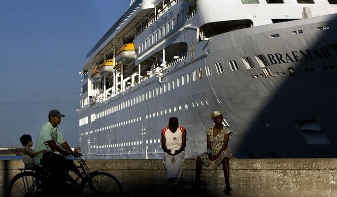 """Du thuyền bị """"hắt hủi"""" gây hỗn loạn ở vùng biển Caribbean - Ảnh 1."""