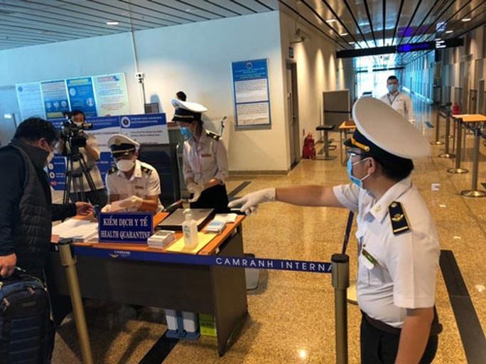 Tạm ngừng miễn thị thực công dân Hàn Quốc - Ảnh 1.