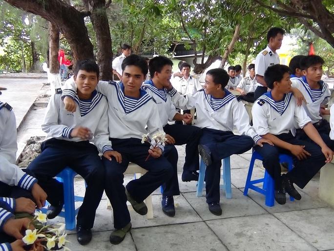 Tuổi xanh tình nguyện ở Trường Sa - Ảnh 1.
