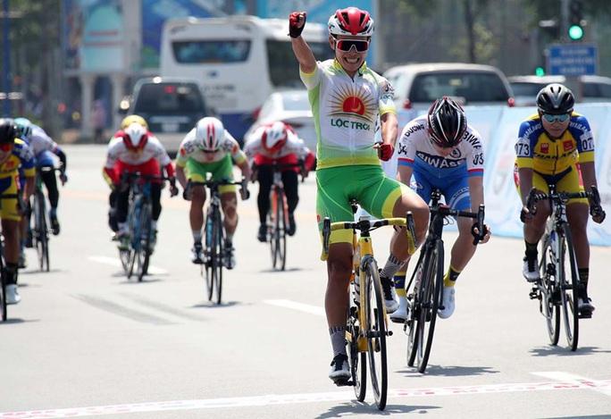 Nguyễn Thị Thật giành cú đúp ngay ngày khai mạc giải xe đạp Biwase 2020 - Ảnh 1.
