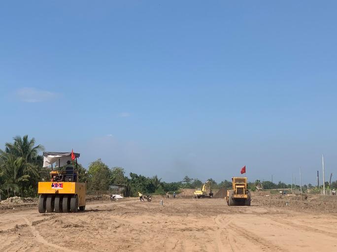 Dự án đường cao tốc Trung Lương - Mỹ Thuận: Tắc vốn, sao kịp về đích! - Ảnh 1.