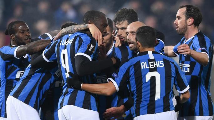 Serie A sắp đổ vỡ, fan Juventus chê cúp vô địch - Ảnh 1.
