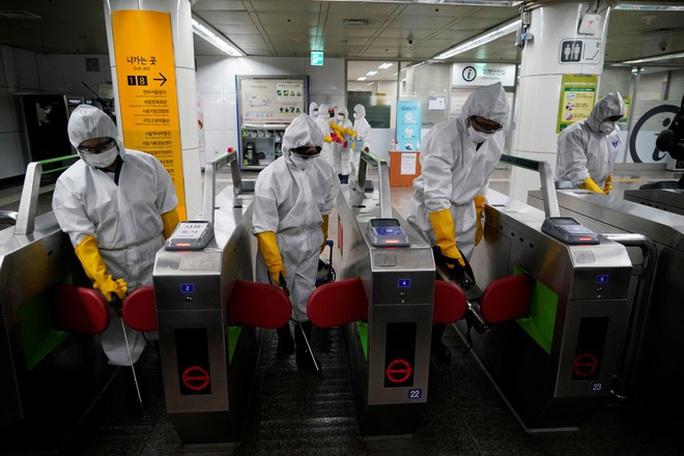 """Covid-19: Nguy cơ lây lan toàn cầu """"rất cao"""", ca nhiễm ở Ý, Hàn Quốc tăng kỷ lục - Ảnh 2."""