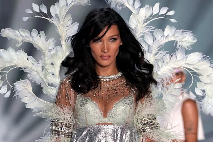 Xôn xao bê bối tình dục của hãng nội y Victorias Secret - Ảnh 1.