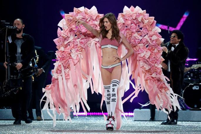 Xôn xao bê bối tình dục của hãng nội y Victorias Secret - Ảnh 5.