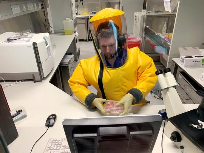 Chạy đua tìm vũ khí diệt virus corona - Ảnh 1.