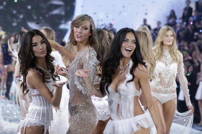 Xôn xao bê bối tình dục của hãng nội y Victorias Secret - Ảnh 6.