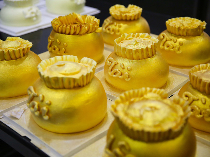 Bánh hũ vàng giá bạc triệu trong ngày vía Thần Tài  - Ảnh 7.