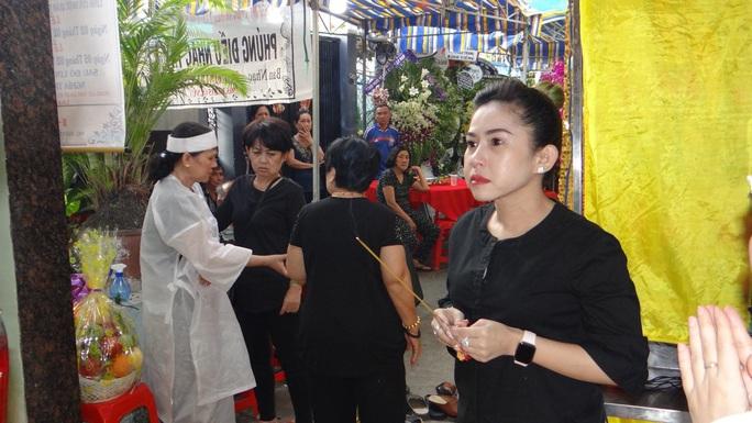 Khán giả ủng hộ 100 triệu đồng an táng NSƯT Chiêu Hùng - Ảnh 15.