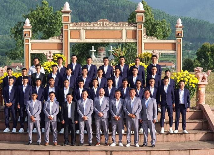 CLB Bình Định hoãn xuất quân vì corona, HLV Nguyễn Đức Thắng điểm danh đối thủ đua thăng hạng V-League - Ảnh 2.