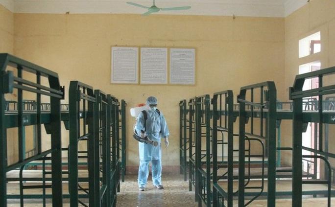 Công dân Việt Nam trở về từ Trung Quốc sẽ cách ly 14 ngày tại cơ sở quân đội ở Lạng Sơn, Lào Cai - Ảnh 1.