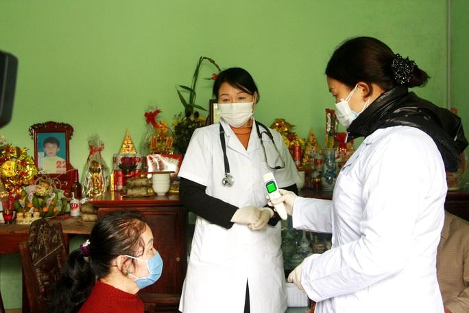Phòng dịch bệnh virus corona, 100% người dân vùng biên Móng Cái được khám sức khỏe - Ảnh 1.