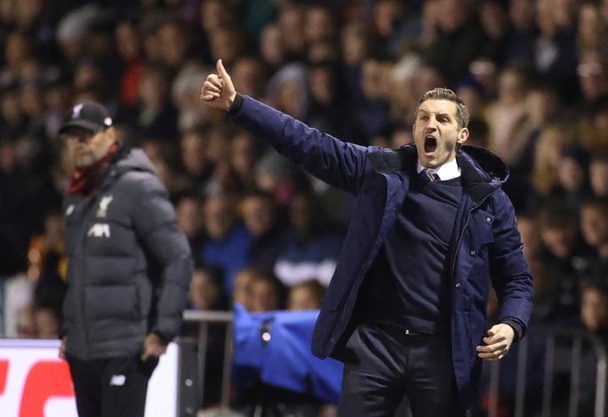 Đá phản nghiệt ngã, Shrewsbury mất vé FA Cup trước Liverpool - Ảnh 1.