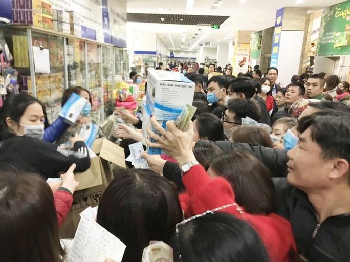 Thu gom hơn 12.000 khẩu trang y tế để xuất lậu sang Trung Quốc bán kiếm lời - Ảnh 1.