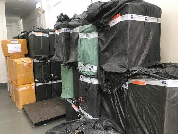 Bắt vụ thu gom 120.000 khẩu trang ở phía Nam, tập kết tại Hà Nội để đưa lên biên giới bán kiếm lời - Ảnh 1.
