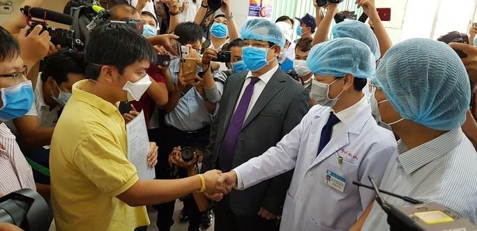 Hôm nay, bệnh nhân Trung Quốc thứ 2 được điều trị corona tại TP HCM xuất viện - Ảnh 1.