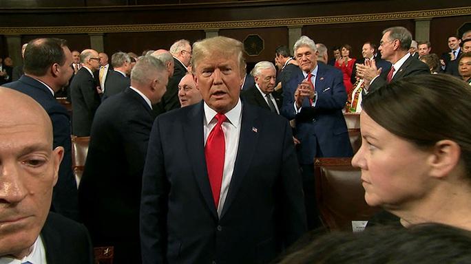 Sắp thoát luận tội, Tổng thống Trump trở lại mạnh mẽ - Ảnh 1.
