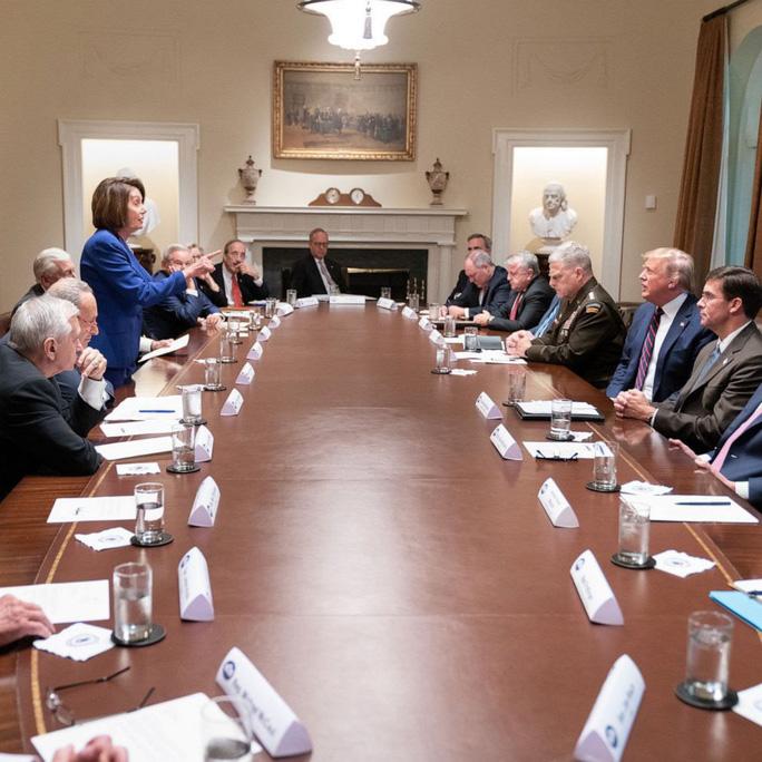 Tổng thống Trump – bà Pelosi: Đụng độ vượt ngoài kiểm soát - Ảnh 3.
