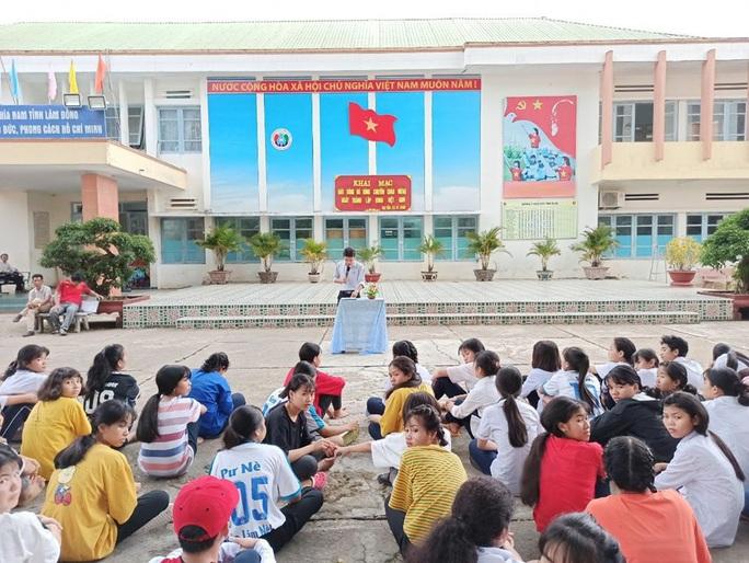 Lâm Đồng: Học sinh bị sốt cao khi tiếp xúc với 3 người Trung Quốc đã xuất viện - Ảnh 1.