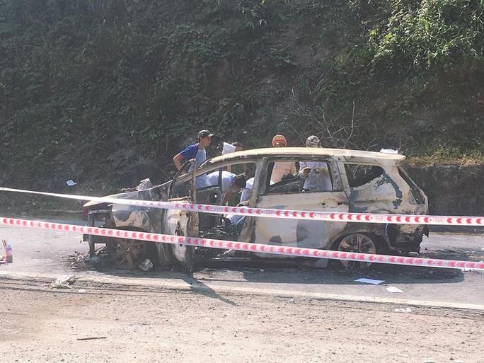 Giám định ADN tìm danh tính 2 người chết trong ôtô cháy sau tiếng nổ lớn ở Quảng Nam - Ảnh 2.