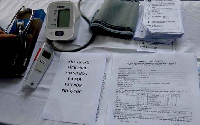 Phòng chống dịch virus corona: Chốt chặn kiểm soát khách đến Ga Sài Gòn - Ảnh 5.