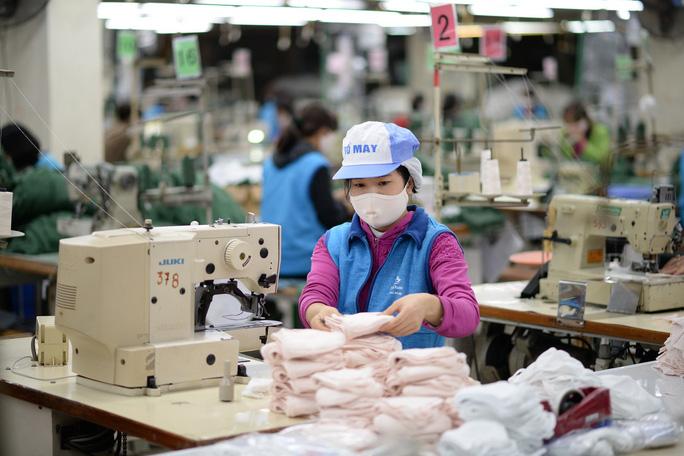 Chống dịch virus corona, miễn thuế cho nguyên liệu sản xuất khẩu trang - Ảnh 1.