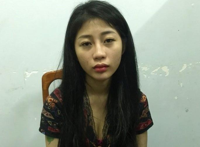 2 hotgirl Quảng Bình mua bán gần 5.000 viên ma túy nửa đêm - Ảnh 1.