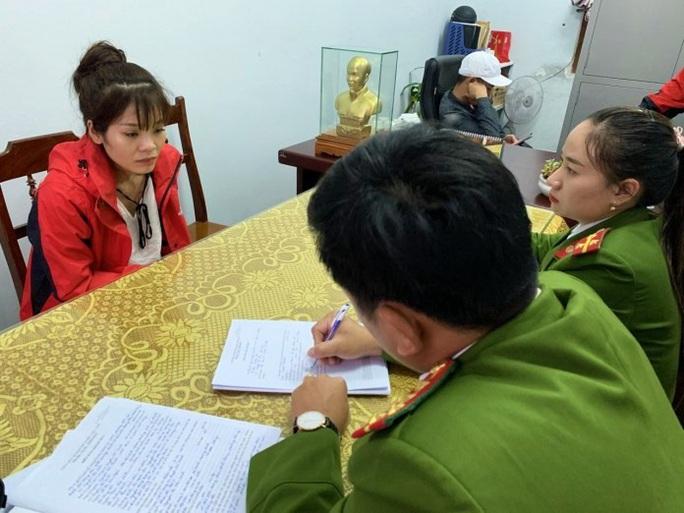 2 hotgirl Quảng Bình mua bán gần 5.000 viên ma túy nửa đêm - Ảnh 2.