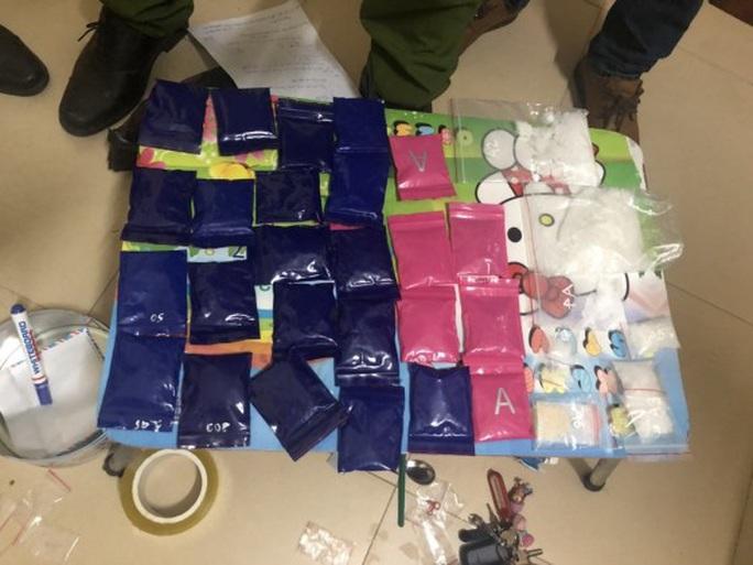 2 hotgirl Quảng Bình mua bán gần 5.000 viên ma túy nửa đêm - Ảnh 3.