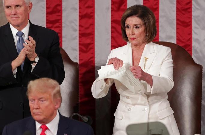Bà Pelosi có phạm luật khi xé bản sao Thông điệp liên bang? - Ảnh 1.