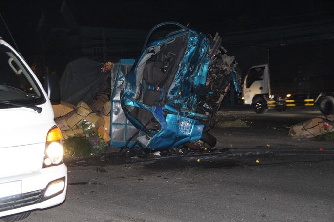 Tai nạn thảm khốc giữa xe tải và xe khách ở Bình Dương - Ảnh 1.