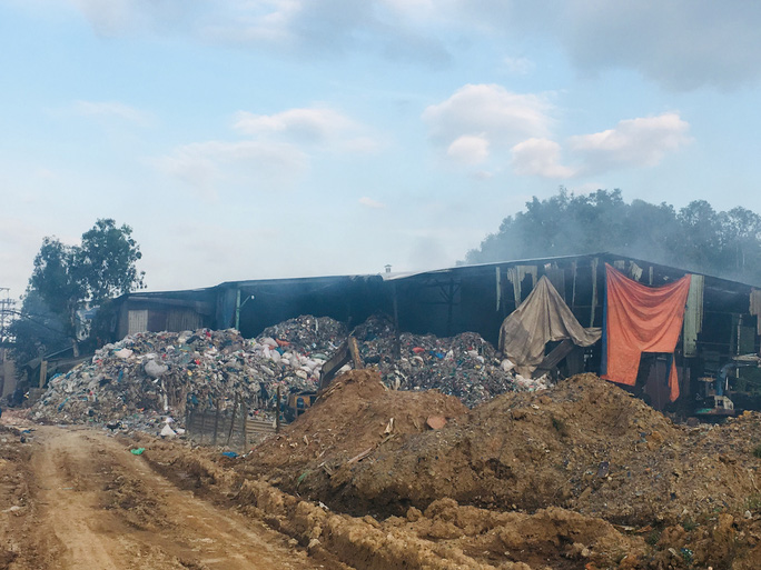 Chuẩn bị cắt điện 2 công ty gây ô nhiễm - Ảnh 1.