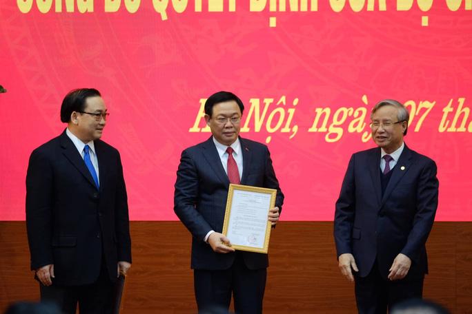 Bộ Chính trị phân công Phó Thủ tướng Vương Đình Huệ làm Bí thư Thành ủy Hà Nội - Ảnh 2.