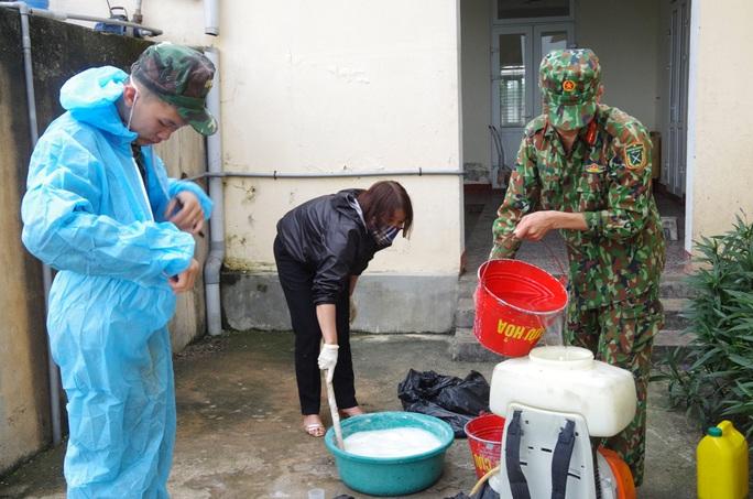 Cận cảnh nơi tiếp nhận 300 công dân trở về từ Trung Quốc tại Hà Tĩnh - Ảnh 2.