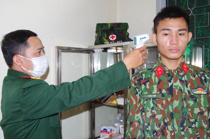 Cận cảnh nơi tiếp nhận 300 công dân trở về từ Trung Quốc tại Hà Tĩnh - Ảnh 9.