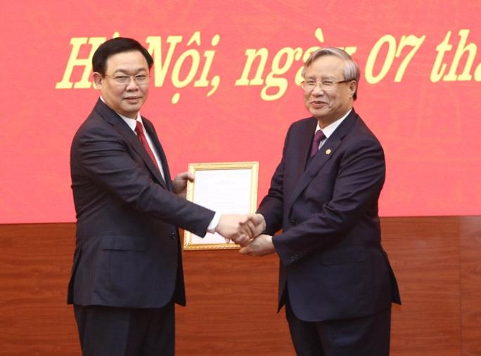 Bộ Chính trị phân công Phó Thủ tướng Vương Đình Huệ làm Bí thư Thành ủy Hà Nội - Ảnh 1.