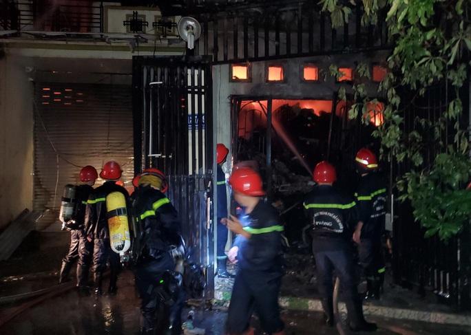 TP HCM: Chay lon trong dem o quan Binh Tan, chua ro nguyen nhan