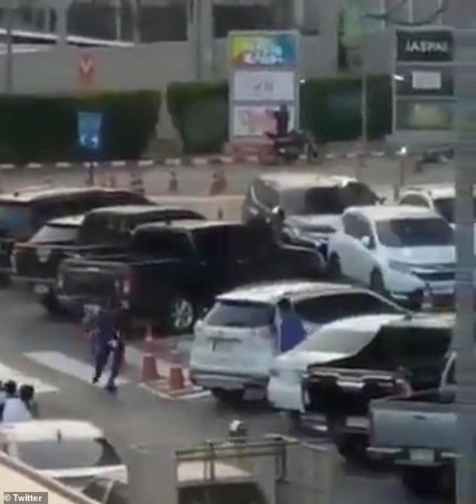 Thái Lan: Binh sĩ livestream cảnh thảm sát đồng đội, 17 người thiệt mạng - Ảnh 4.