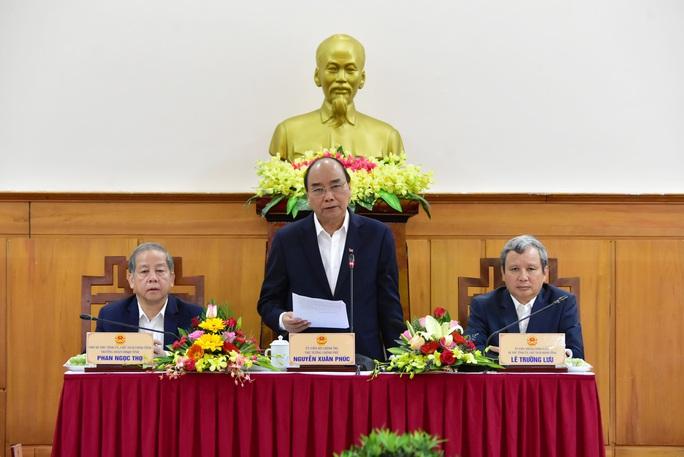 Thủ tướng Nguyễn Xuân Phúc: Không vì lý do dịch bệnh mà thoái trí, bàn lui - Ảnh 1.