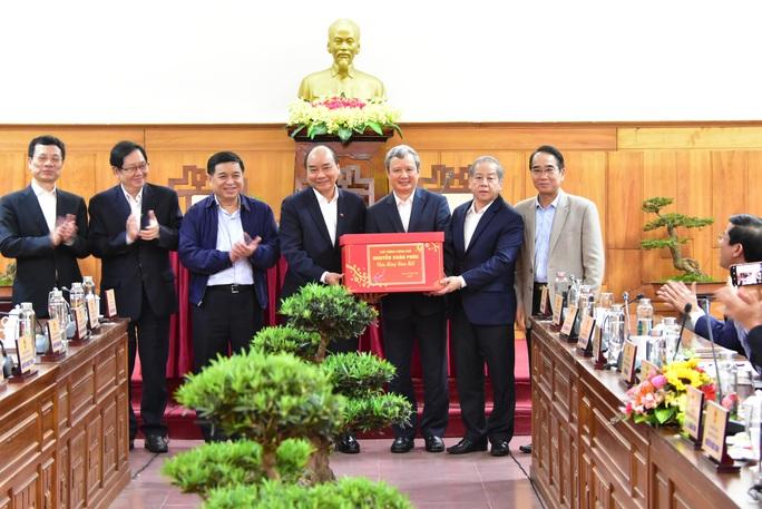 Thủ tướng Nguyễn Xuân Phúc: Không vì lý do dịch bệnh mà thoái trí, bàn lui - Ảnh 2.