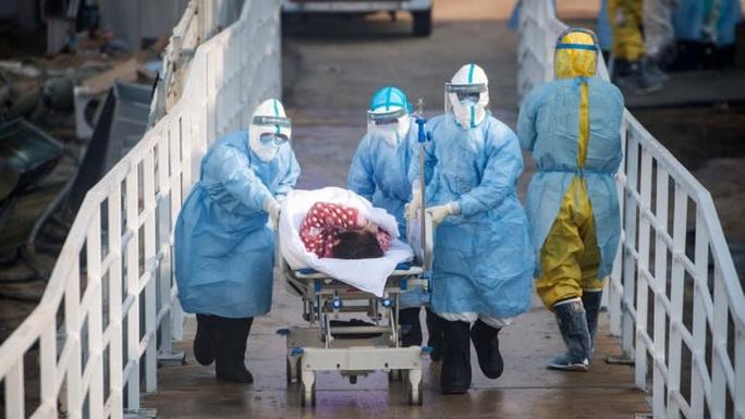 Virus corona đục khoét tuyến đầu chống dịch trong bệnh viện Trung Quốc - Ảnh 2.