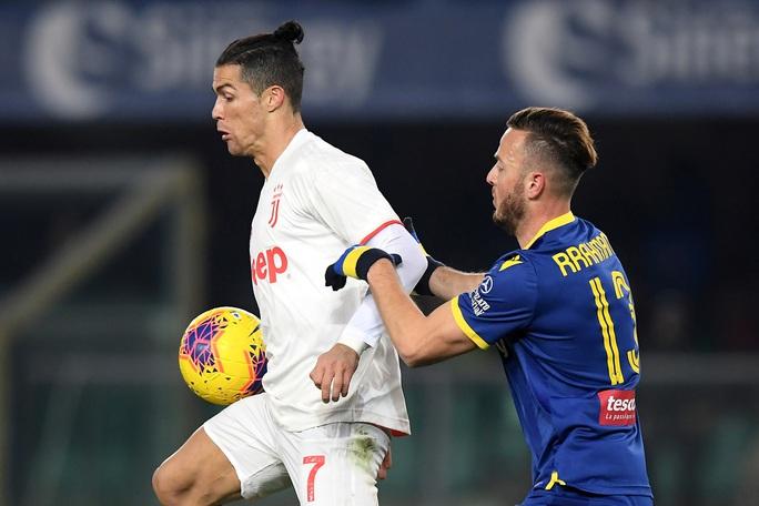 Ronaldo lập kỷ lục trong trận Juventus thua ngược - Ảnh 1.
