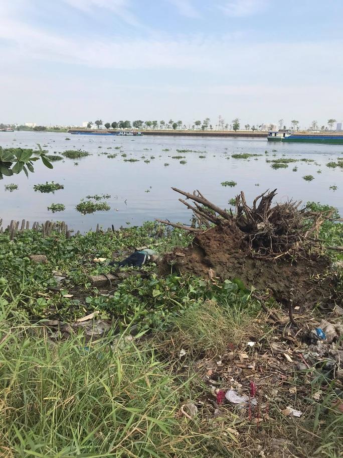 TP HCM: Người dân quận Bình Thạnh phát hiện 1 thi thể đang phân hủy - Ảnh 1.