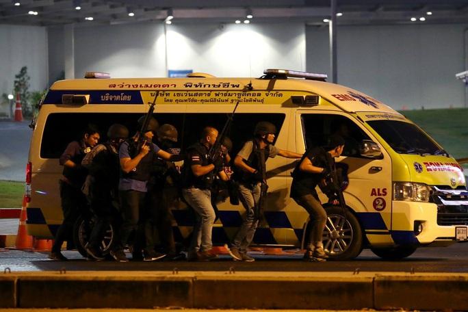 """Thái Lan choáng váng trước tay súng """"nổi điên"""", khiến 26 người chết - Ảnh 2."""