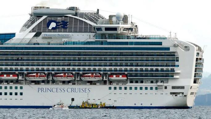 61 du khách tàu Diamond Princess bị nhiễm virus nCoV không xuống cảng biển ở Huế - Ảnh 1.